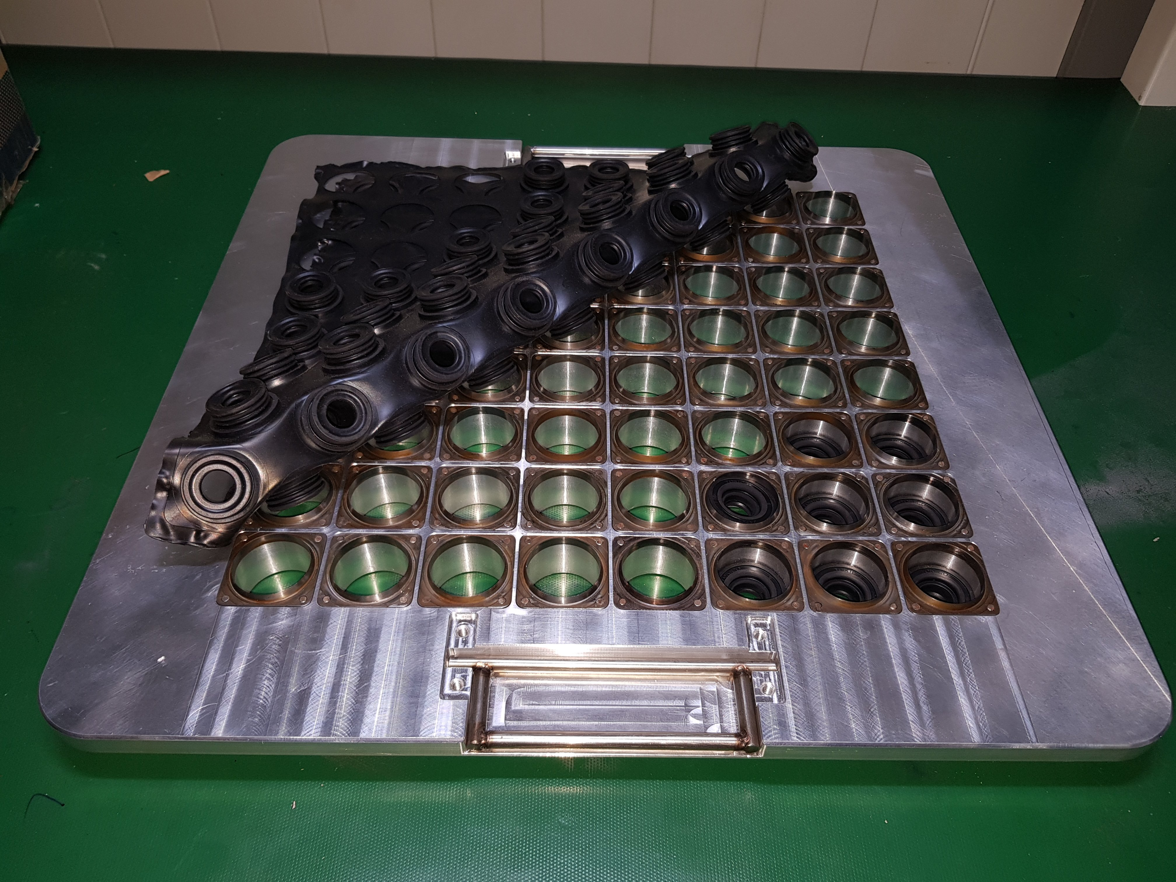 Rubber cutting mold